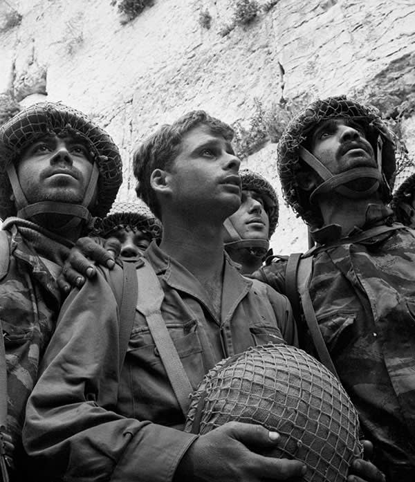 Israeli paratroopers beside Jerusalem's Western Wall in June 1967 © Getty Images.