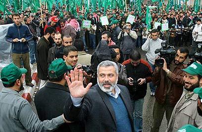 Hamas leader Ismail Haniya celebrates win (Photo: AP)