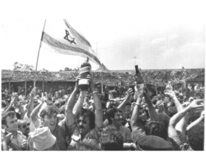 July 4th 1976 - Israelis celebrate the return of the Entebbe rescuers and hostages (israeldefense.co.il)