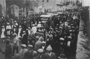 Jewish funerals after the massacres of 1929 (Credit: Haaretz/Jewish National Fund)